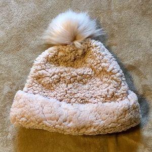 🎁 NWT Sherpa Hat with Pom Pom